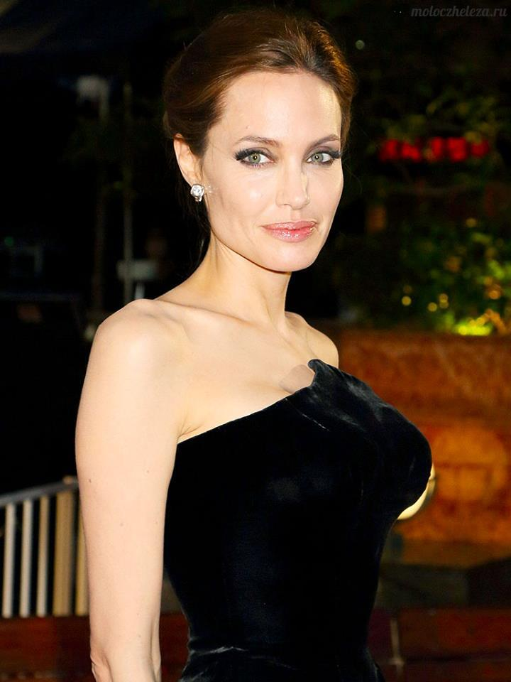 Angelina Jolie, breast cancer photo